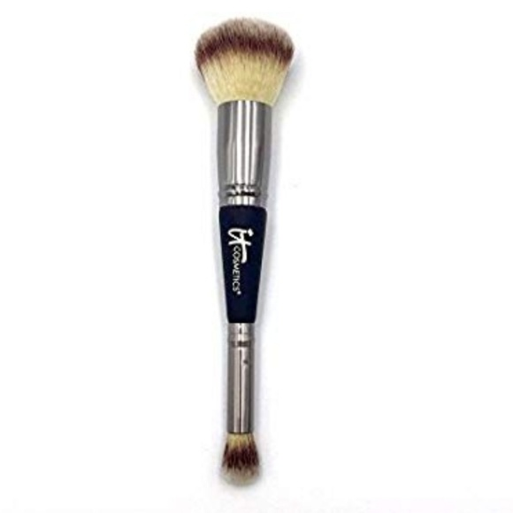 it cosmetics Other - IT cosmetic luxe brush #7. New.